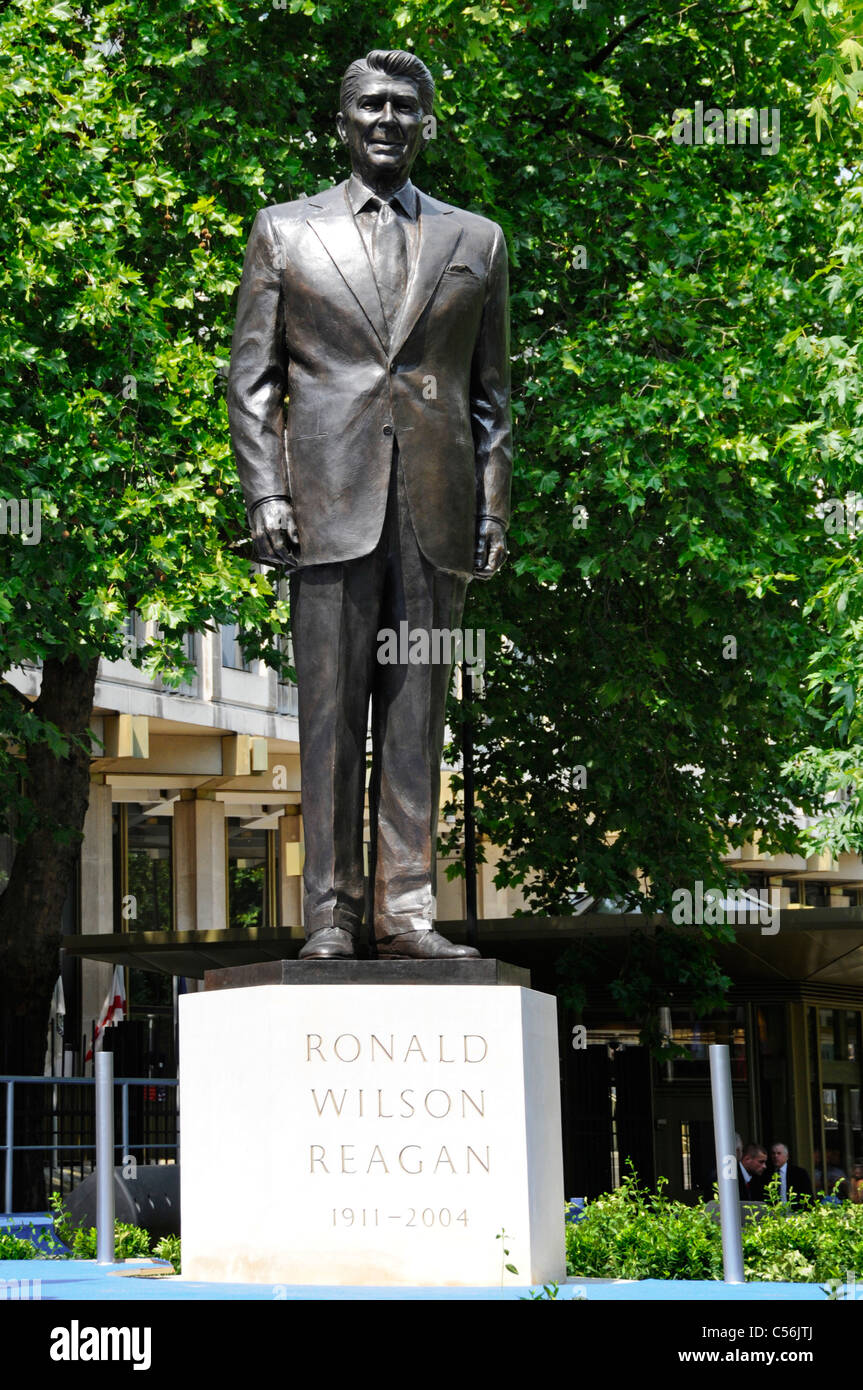 Bronze statue and stone plinth of Ronald Reagan after unveiling ceremony at American Embassy Grosvenor Square London - Stock Image