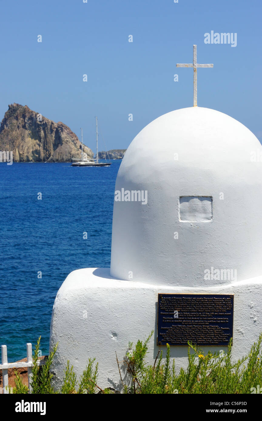 A large yacht saling between Panarea and the islets of Dattio and Isola Lisca Bianca - Stock Image