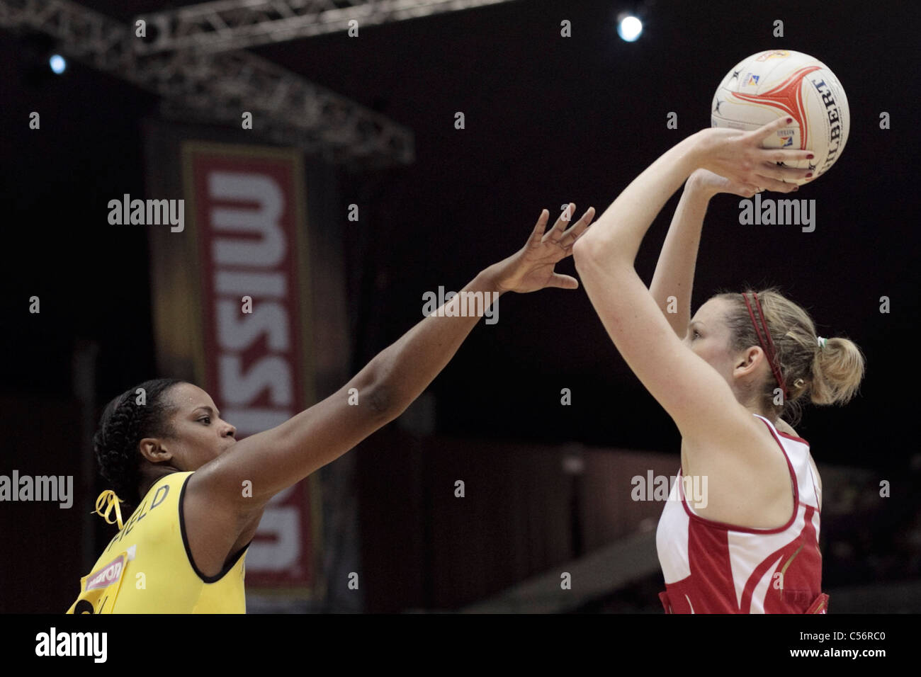 10.07.2011 Althea Byfield of Jamaica(left) goes in for the block on Joanne Harten during the 3rd place playoffs - Stock Image