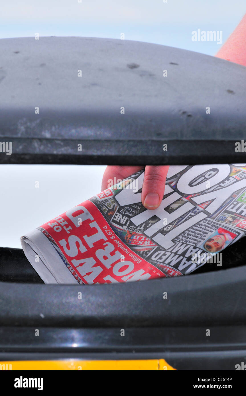 Last edition News of the World  ,Trashed,thrown away ,binned ,Confined to the bin Front page , - Stock Image