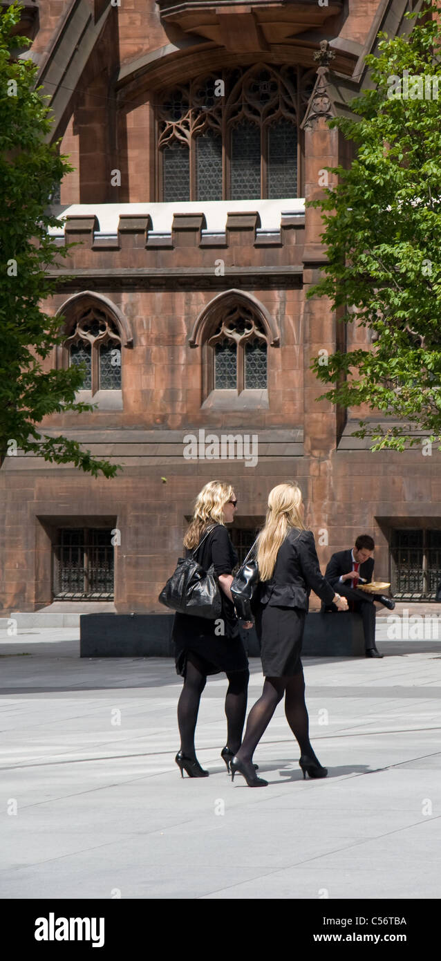 Office workers at lunchtime, Spinningfield / Deansgate, city centre, Manchester, UK. (John Rylands Library in background) - Stock Image