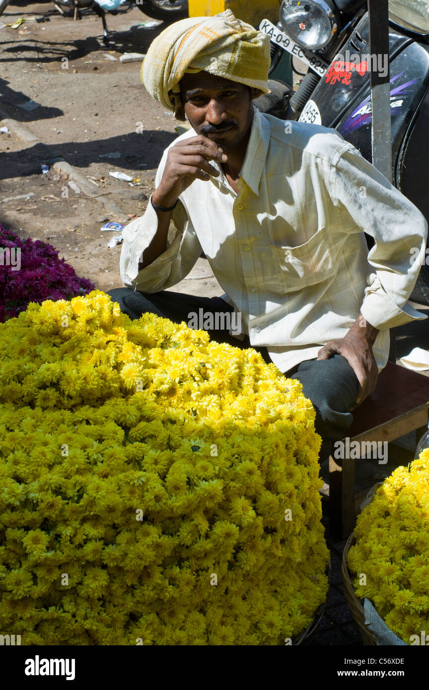A Sikh selling traditional indian flower garlands in Mysore, Karnataka state, India. - Stock Image