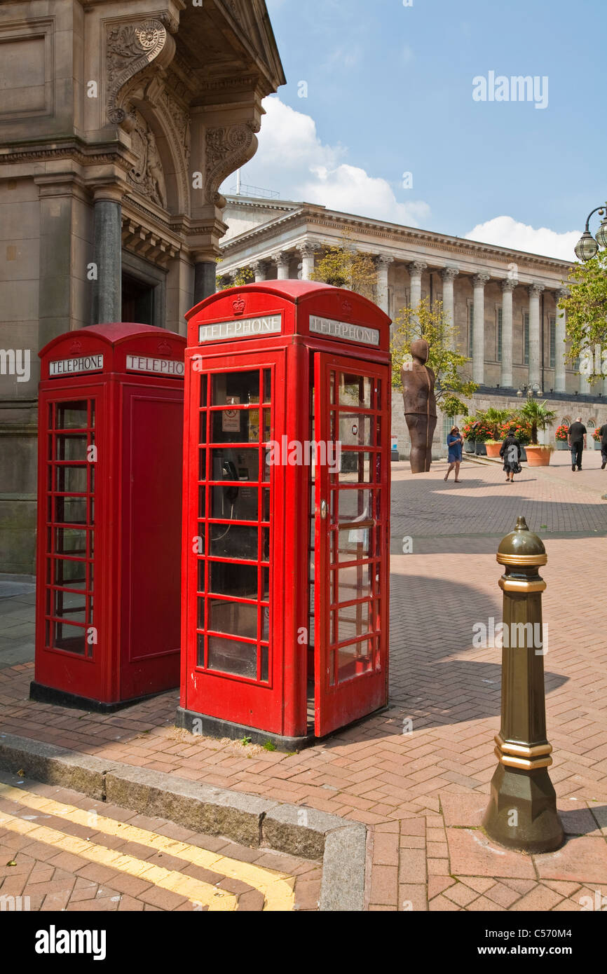 Old style red telephone kiosk - Stock Image