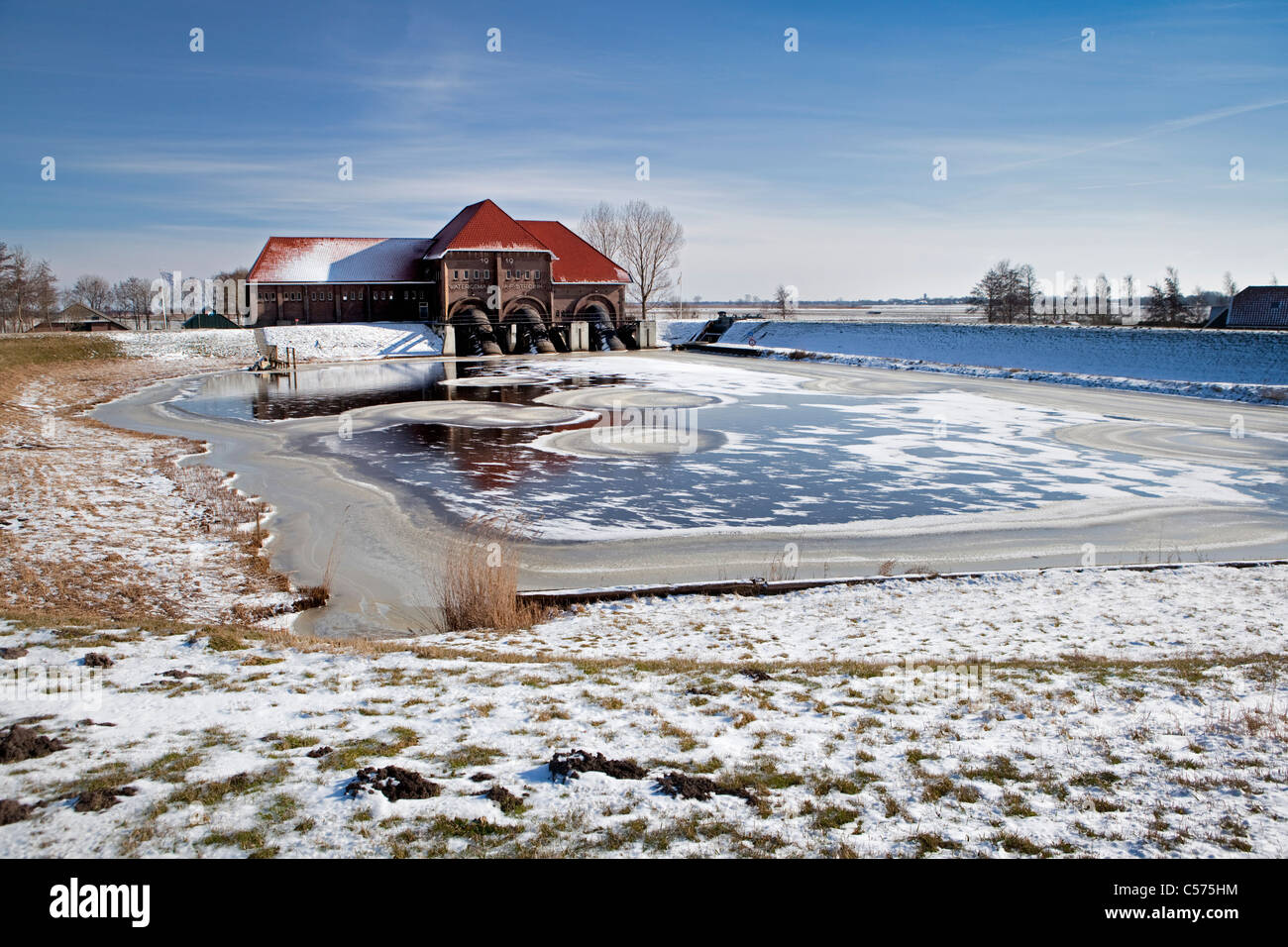 The Netherlands, Vollenhove, Winter, ice. Water pumping-station called A.F.Stroink. - Stock Image