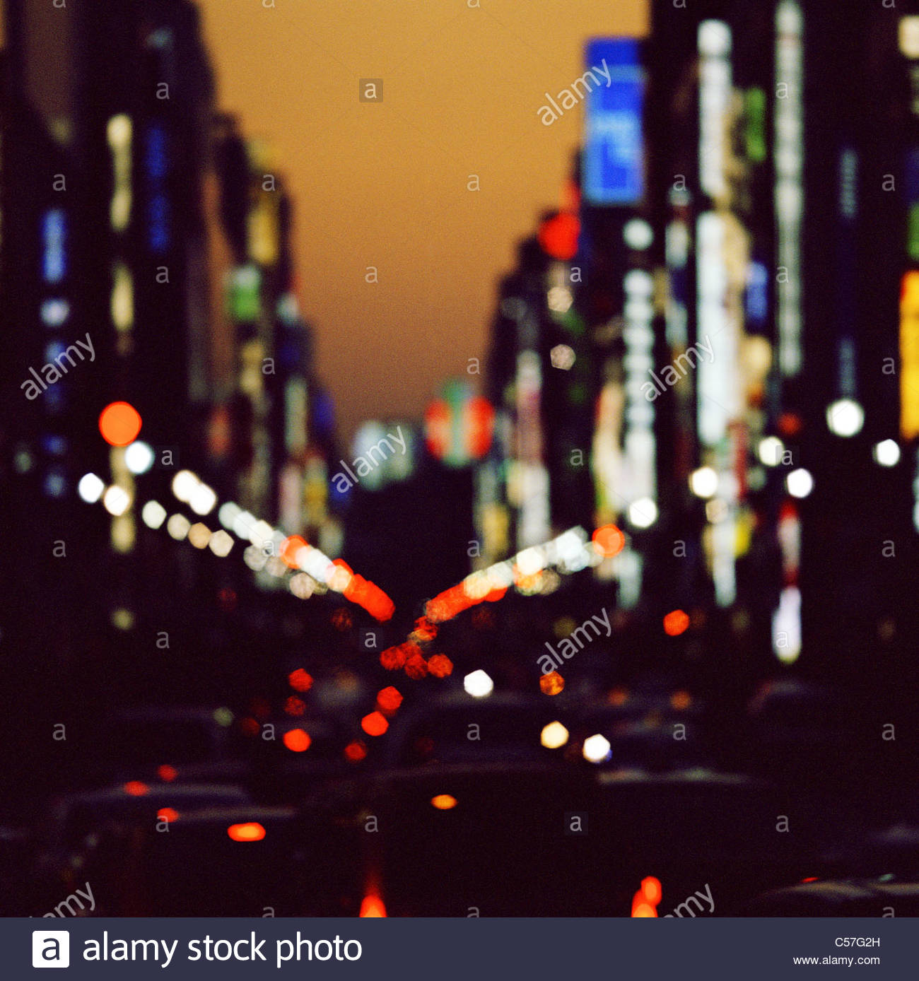 Blurred view of city street - Stock Image