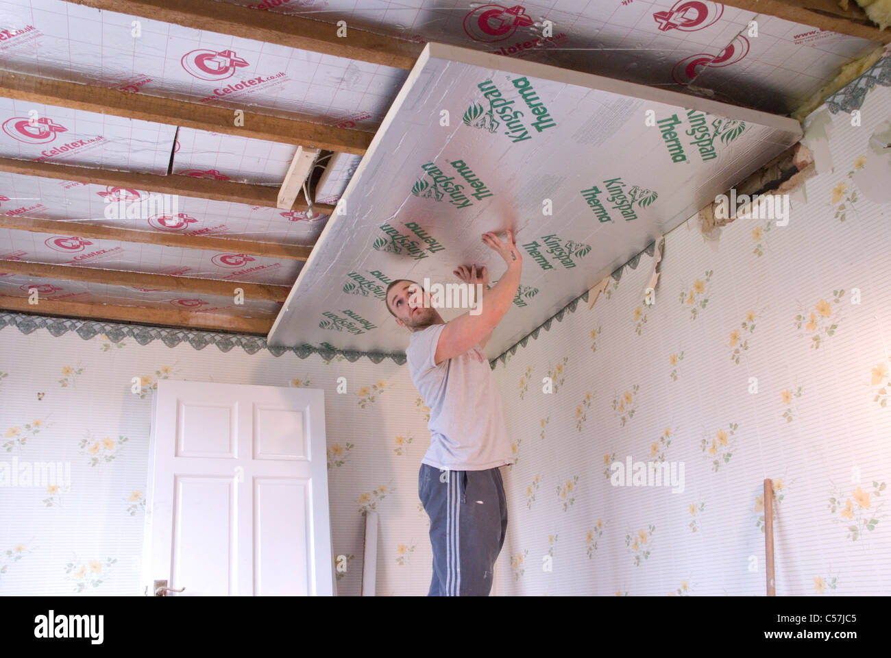 Builders Installing High Performance Kingspan Therma And