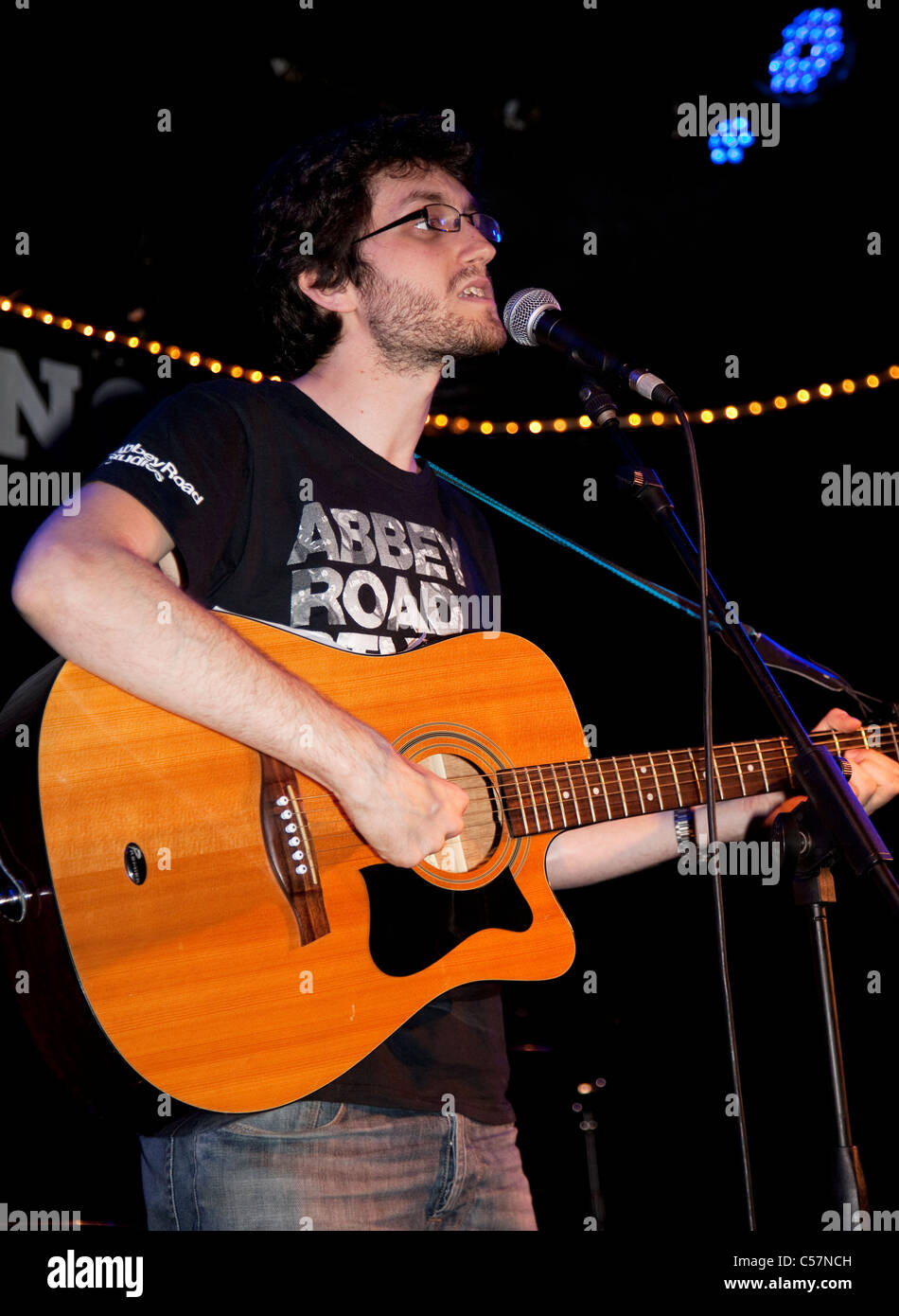 Comedian and musician Jay Foreman performing in London - Stock Image