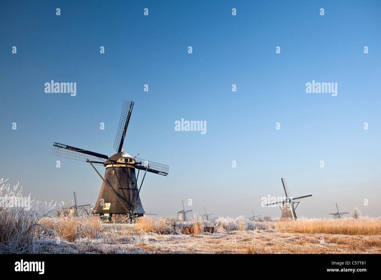 The Netherlands, Kinderdijk, Windmills in snow, Unesco World Heritage Site. - Stock Image