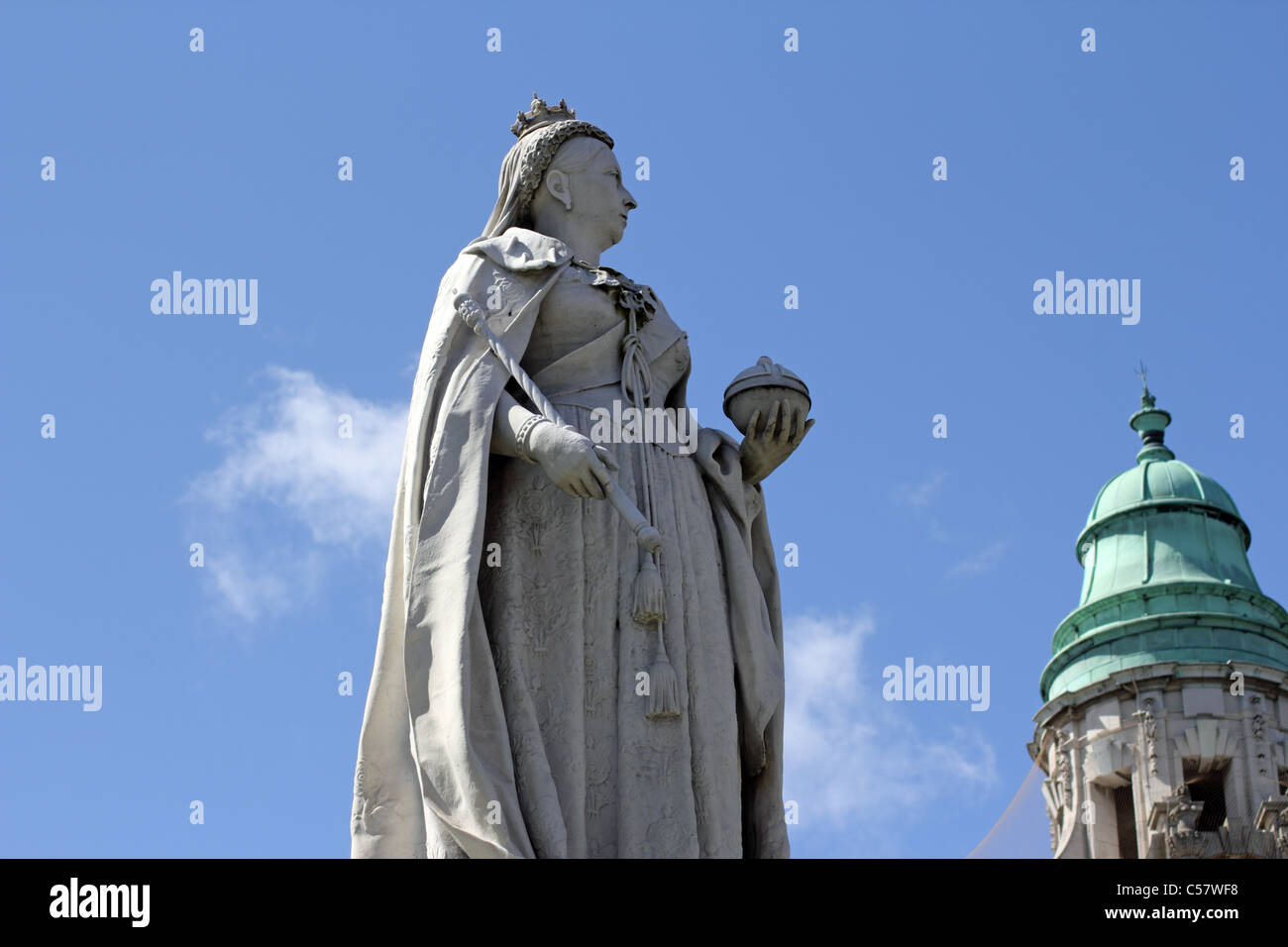 Statue of Queen Victoria outside Belfast City Hall, Belfast, Northern Ireland - Stock Image