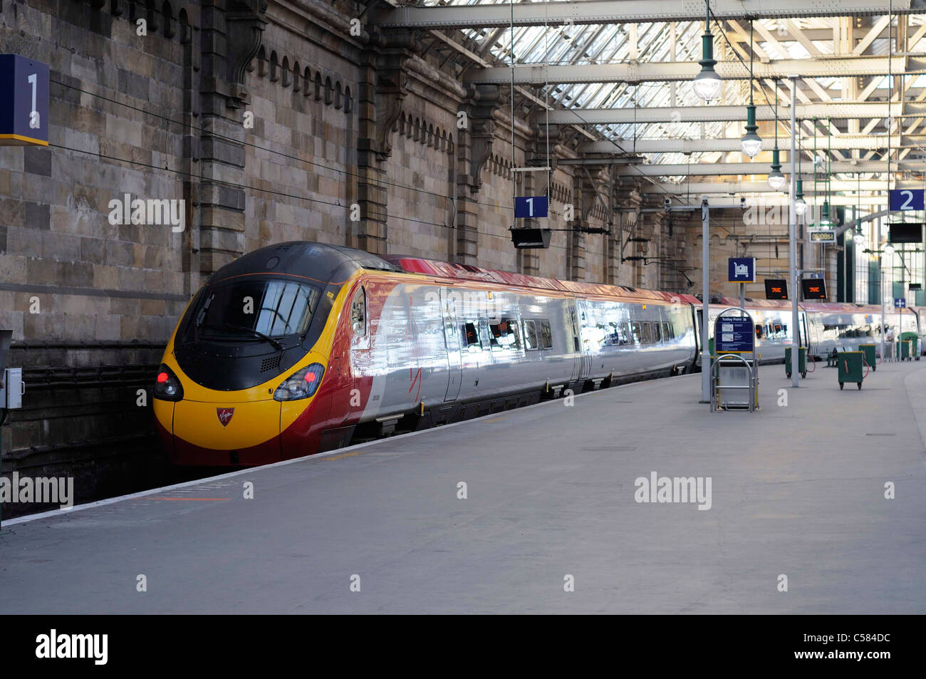 Virgin Rail Train At The Platform In Glasgow Central Station - Stock Image