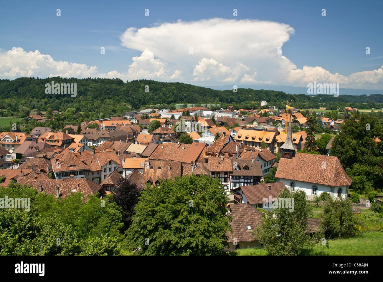 Old Town, anvil cloud, Cumulonimbus capillatus incus, Bern, canton BE, Cumulus mediocris, Europe, storm cloud, Cumulonimbus, - Stock Image