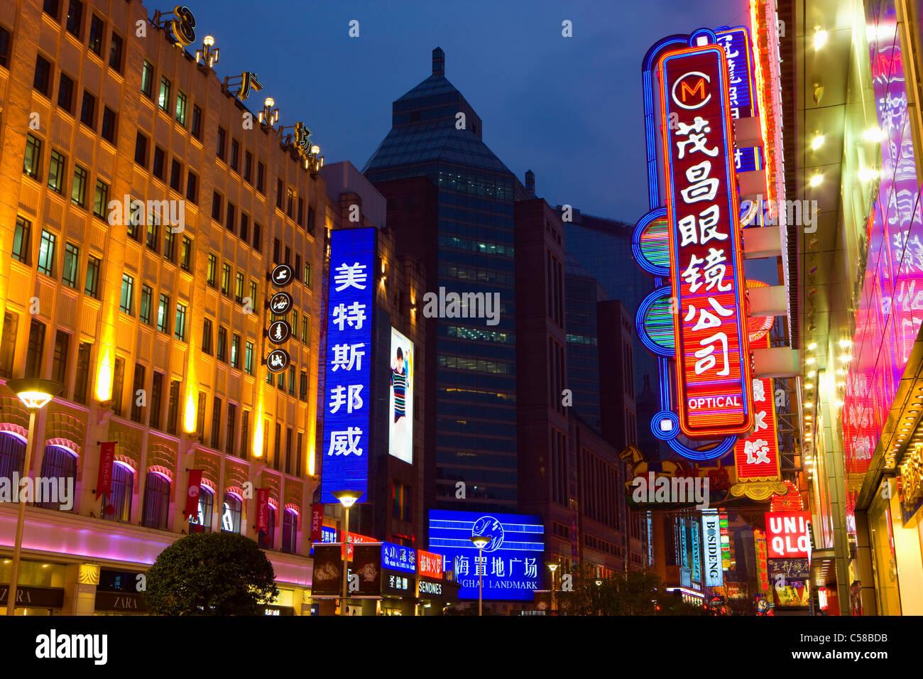 Shanghai, China, Asia, city, b, s of flats, high-rise buildings, pedestrian precinct, mall, shopping street, shops, - Stock Image