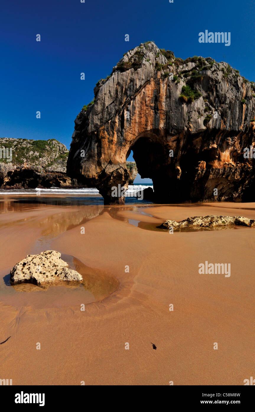 Spain, Asturias: Praia Cuevas del Mar - Stock Image