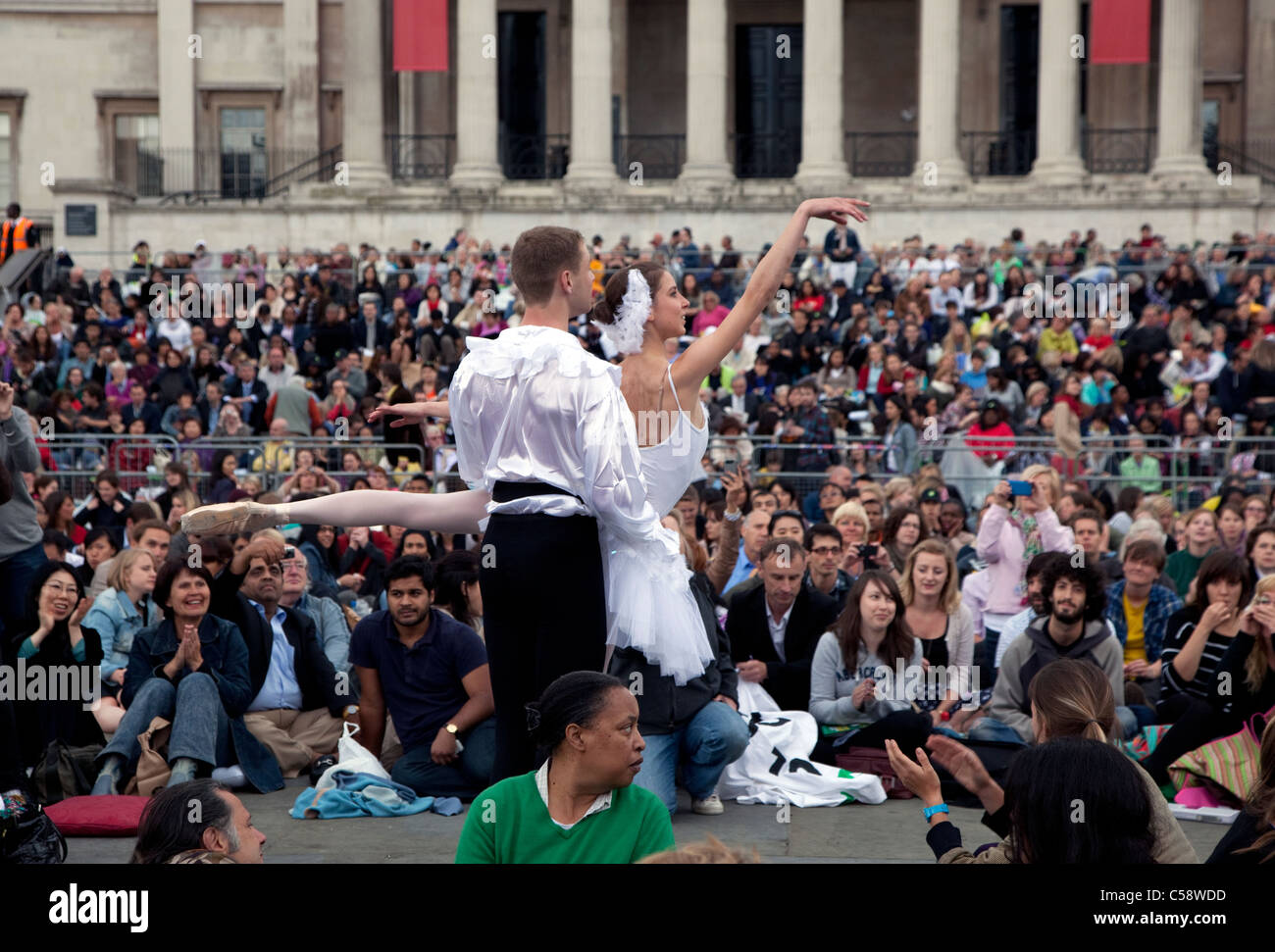 'Guerrilla ballet' protest against BP sponsorship of opera screening in Trafalgar Square, London - Stock Image