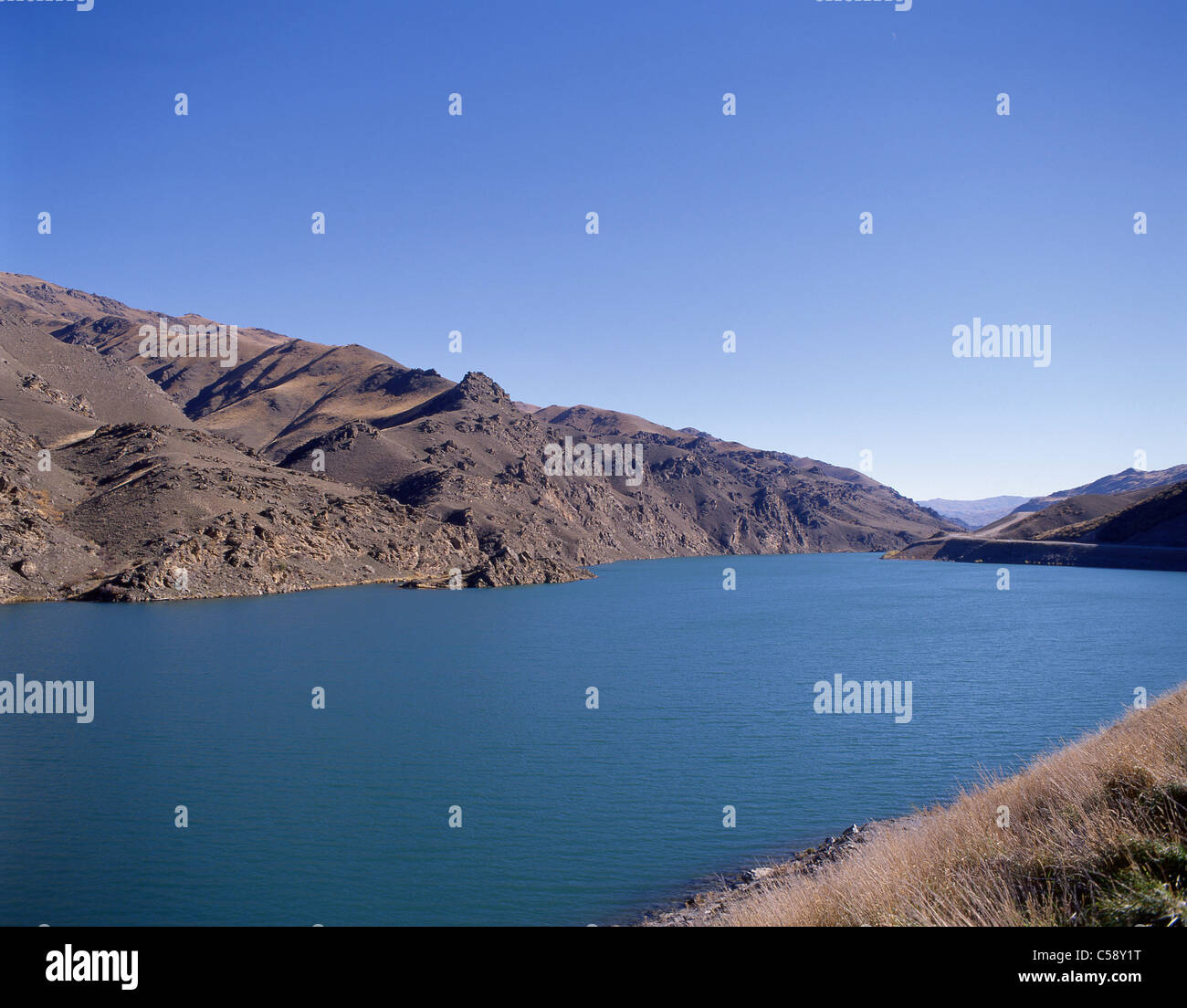 Man-made Lake Dunstan on Clutha River, Central Otago District, Otago Region, South Island, New Zealand - Stock Image