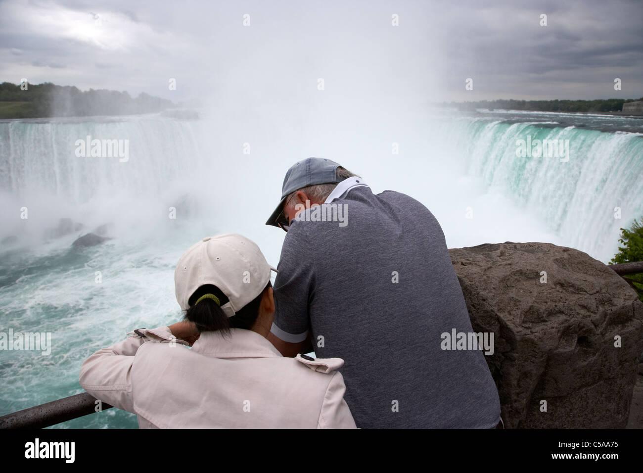 tourists overlooking the horseshoe falls niagara falls ontario canada - Stock Image