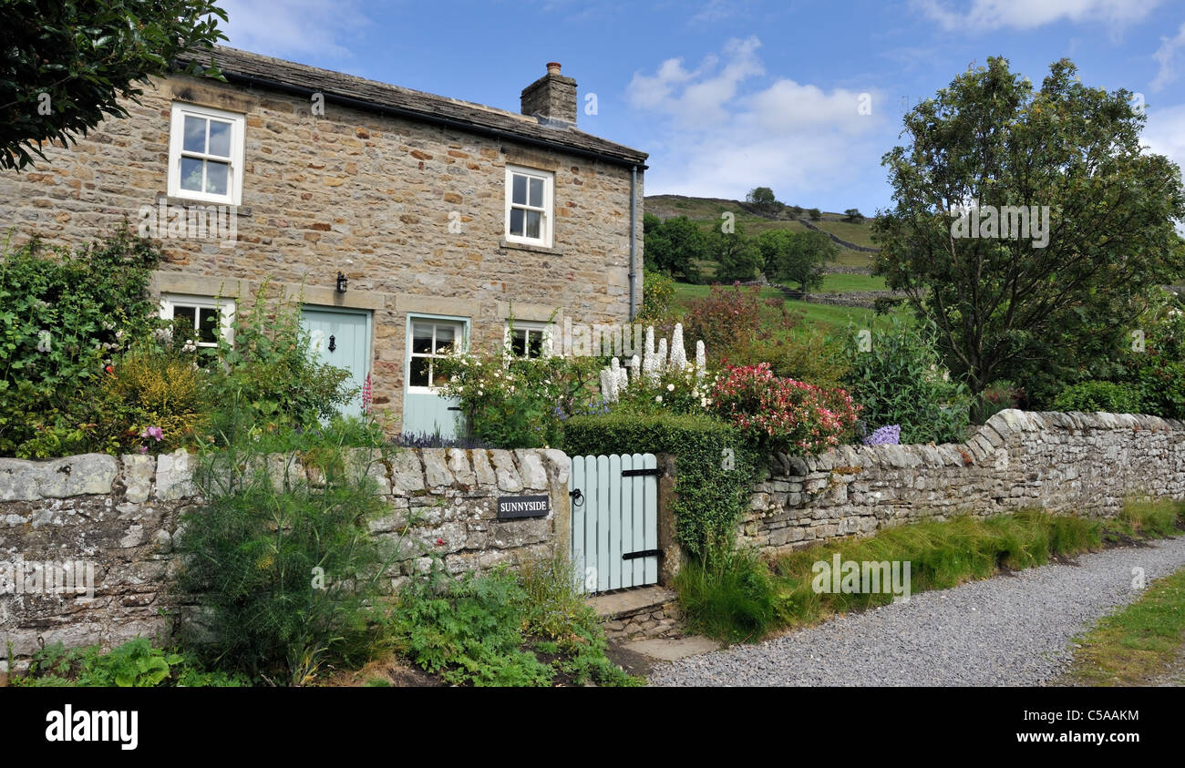 English country cottage and garden, Swaledale, North Yorkshire, England - Stock Image