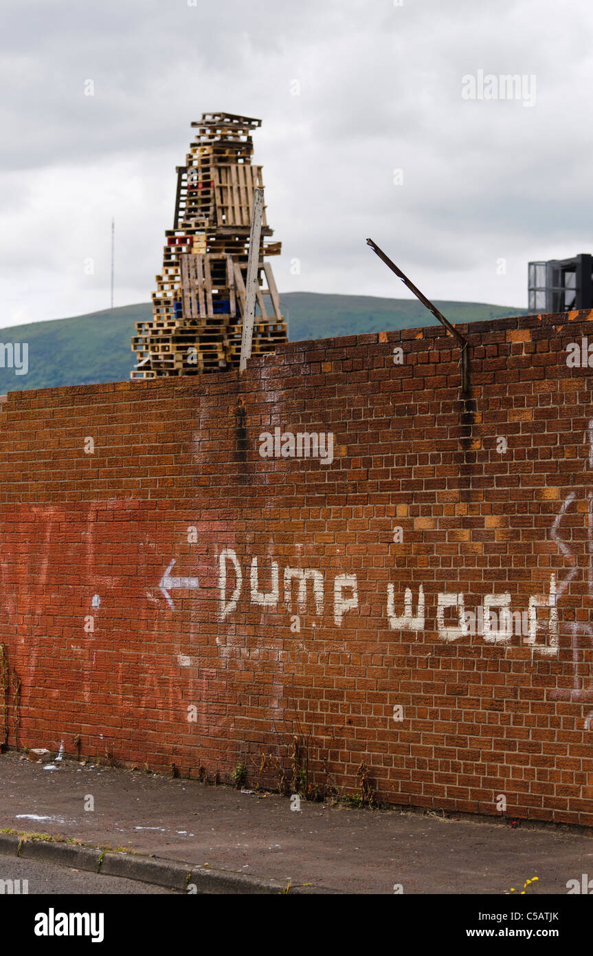 "Traditional phrase ""Dump Wood"" written on a wall in Belfast at a bonfire site Stock Photo"