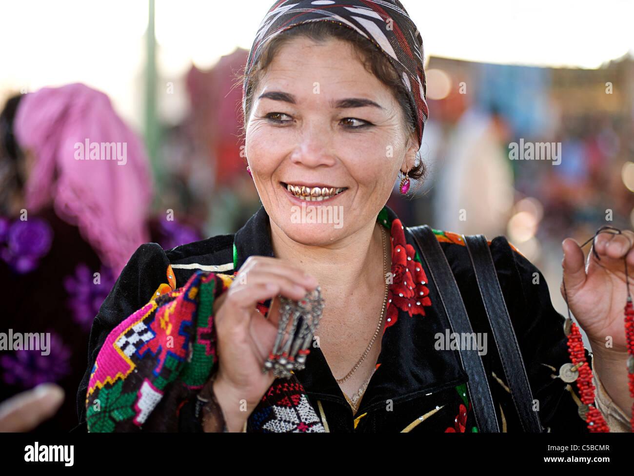 Textile vendor, Urgut market, Samarkand, Uzbekistan - Stock Image