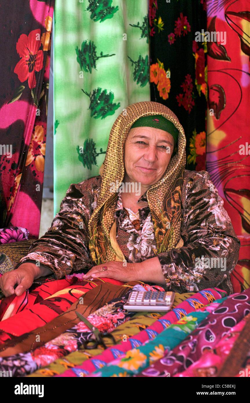 Fabric vendor, Urgut market, Samarkand, Uzbekistan - Stock Image