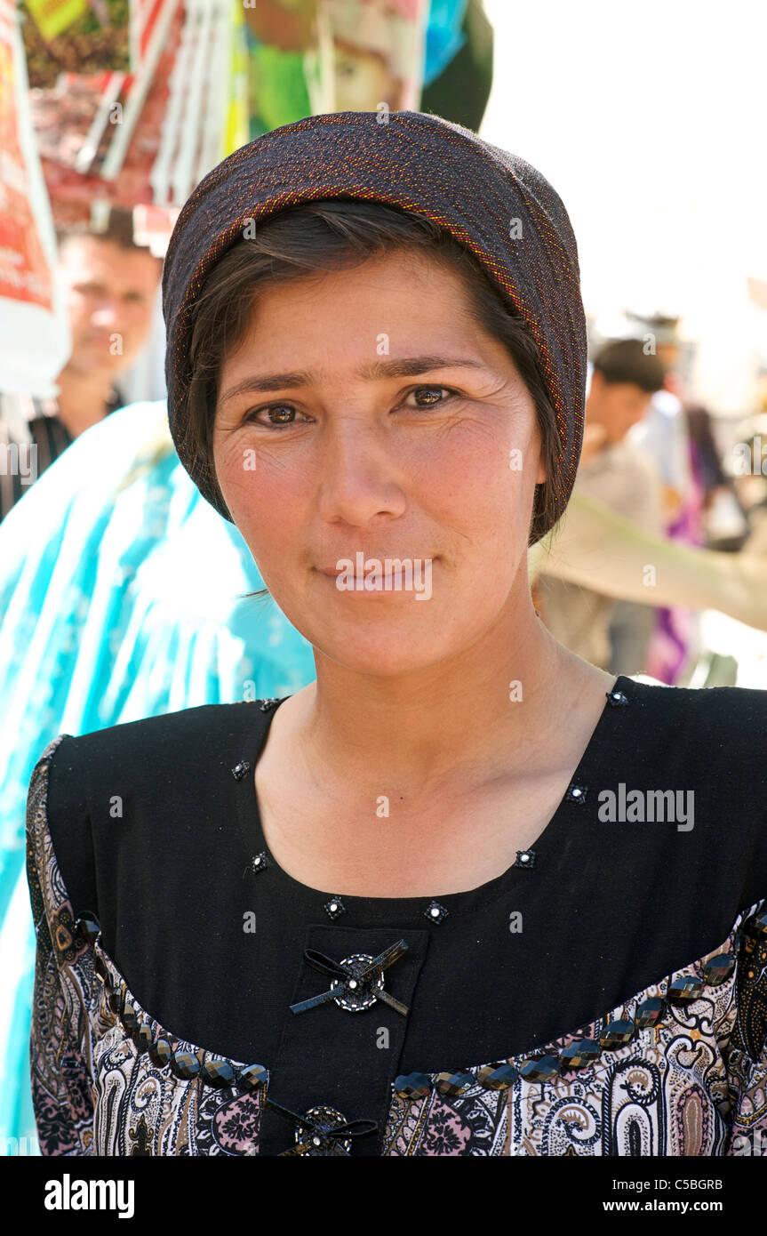 Portrait of an Uzbeki woman, Urgut market, Samarkand, Uzbekistan - Stock Image