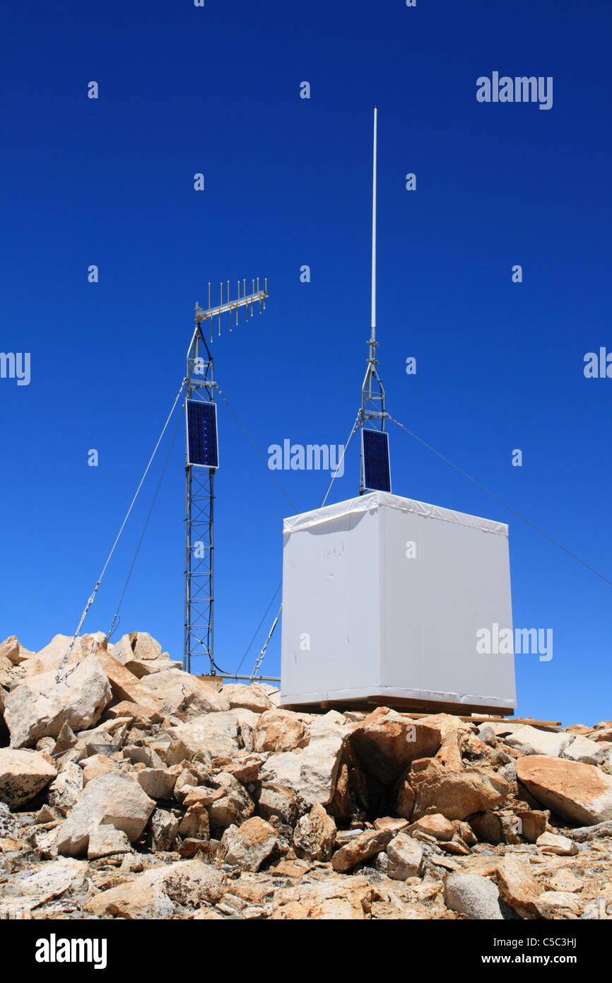 solar powered radio repeater station on Mount Gould in the Sierra Nevada Mountains - Stock Image