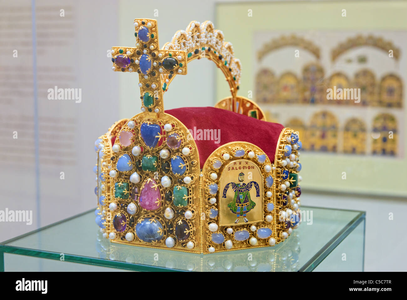 Reichskrone, Imperial Crown Jewels of Holy Roman Empire (copy), exposed in Rathaus, Nurnberg, Bavaria, Germany - Stock Image