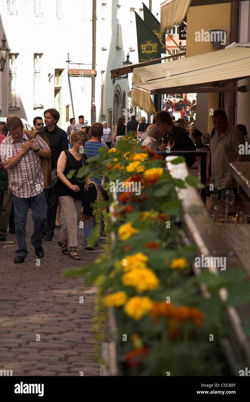 Narrow street full of tourists and pavement  cafes, Old Town, Tallinn, Estonia Stock Photo