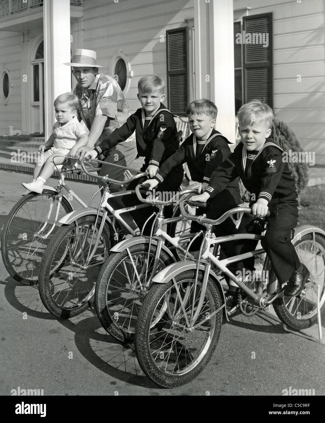 BING CROSBY with his children in 1940: from l: Lynn, Gary, Phillip and Dennis - Stock Image