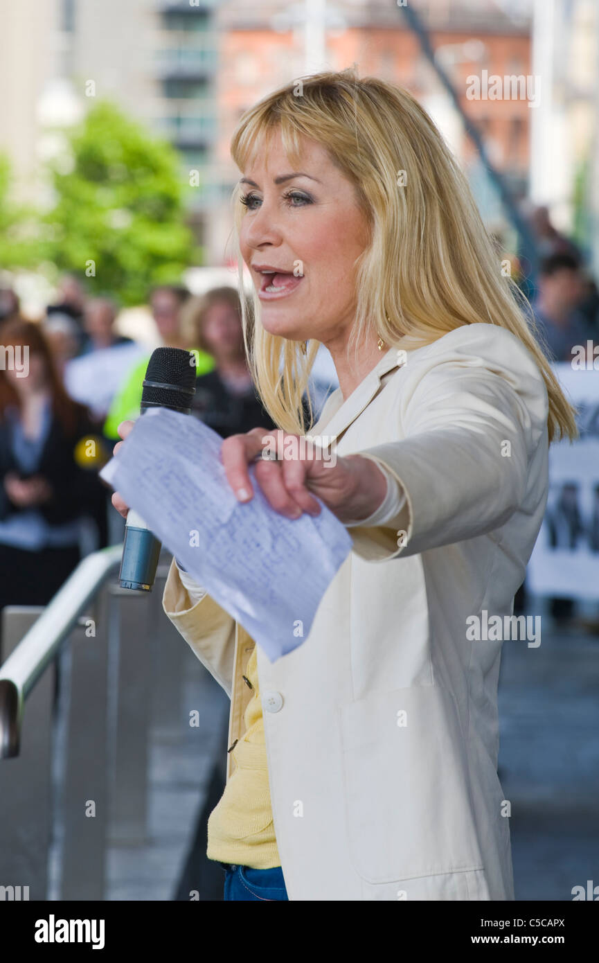 Sian Lloyd TV personality speaking at protest rally against proposed windfarms and infrastructure in the Welsh countryside Stock Photo