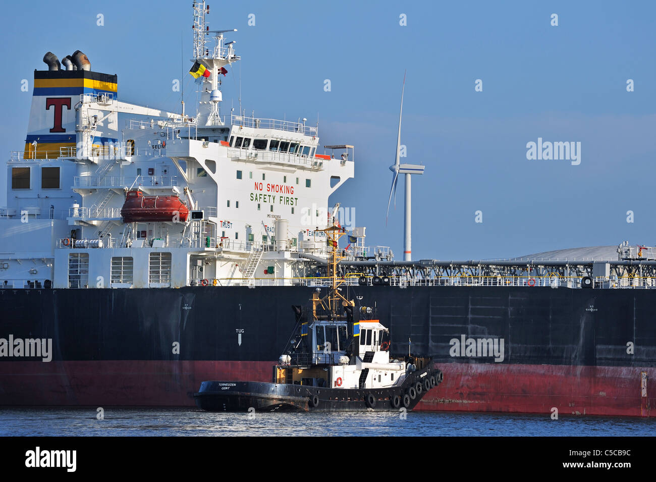 Tugboat and tanker in the Ghent harbour, Belgium - Stock Image