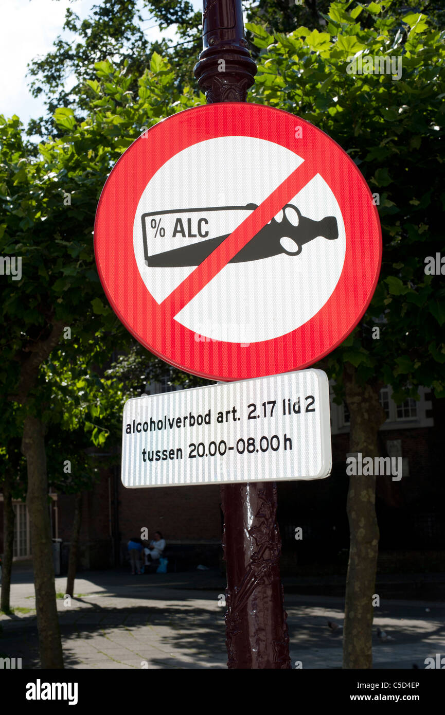 Street sign prohibiting public alcohol use between 8pm and 8am - Stock Image