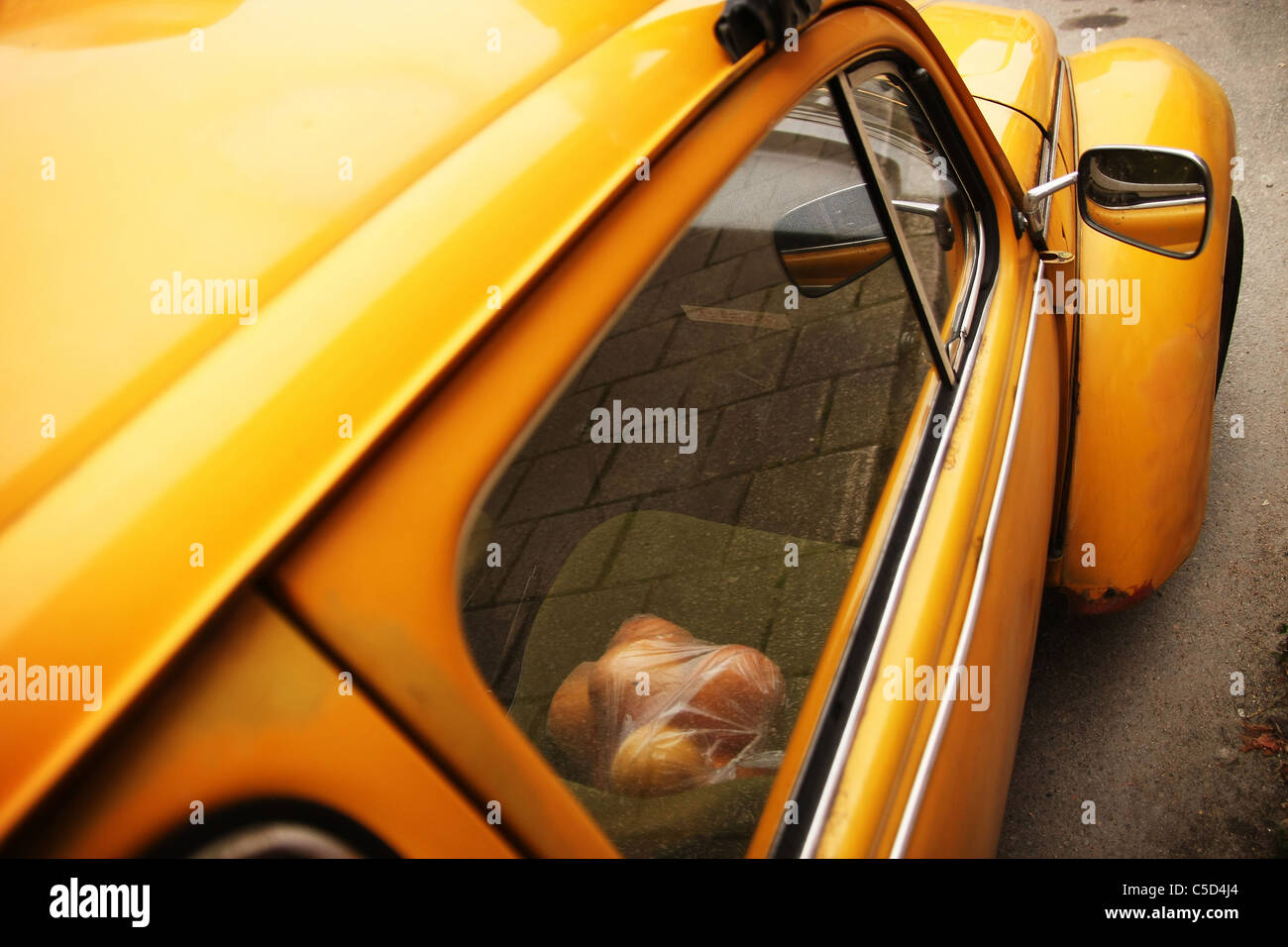 View through window of oranges on yellow vintage Volkswagen seat - Stock Image