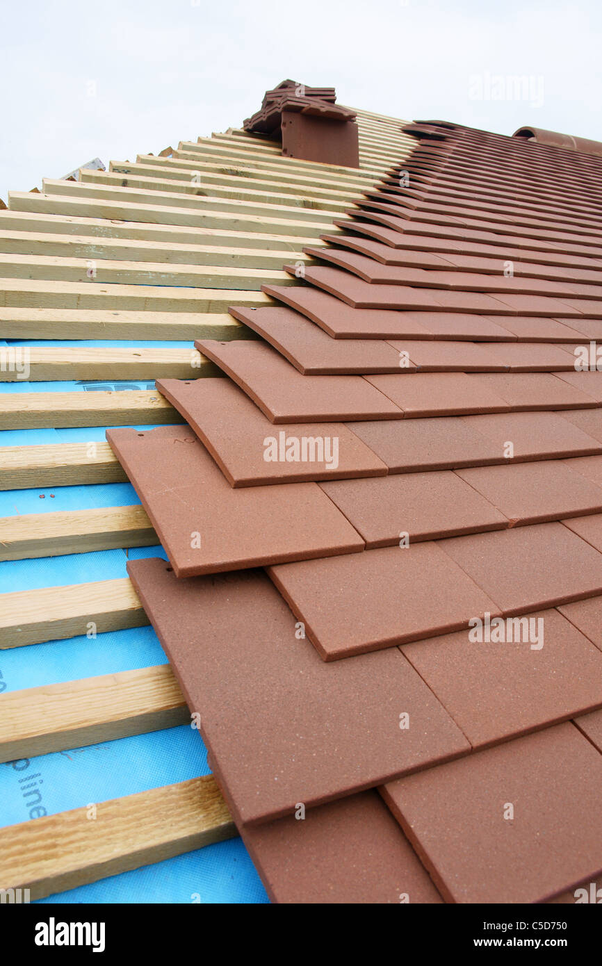 Roofing Plain Tiles Felt And Batten Stock Photo Alamy