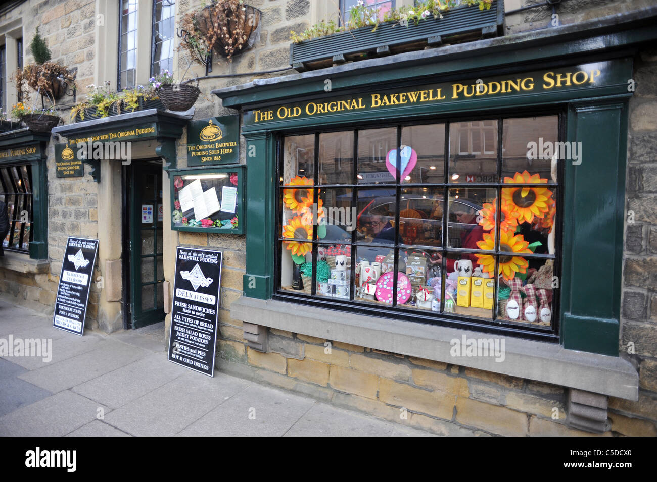 The Old Original Bakewell Pudding Shop one of many shops in Bakewell selling 'original' puddings - Stock Image