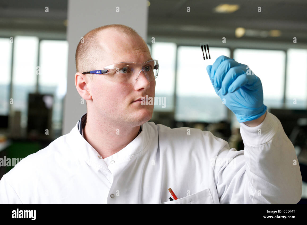 Wed 6th July 2011 Lab technician viewing Electrochemistry electrodes Leeds Met University Bio Chemistry Laboratories. - Stock Image