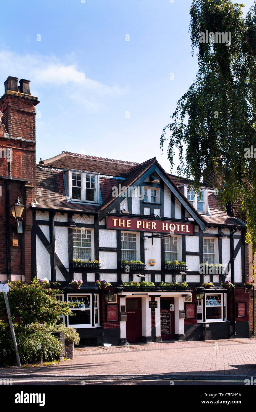 The Pier Hotel pub in the Town of Greenhithe, Kent - Stock Image