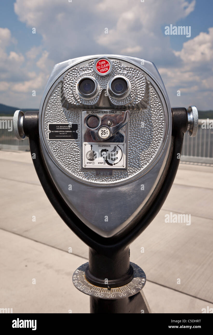 POUGHKEEPSIE, NEW YORK, USA - Coin operated binocular viewer, on bridge, Walkway Over The Hudson State Park. - Stock Image