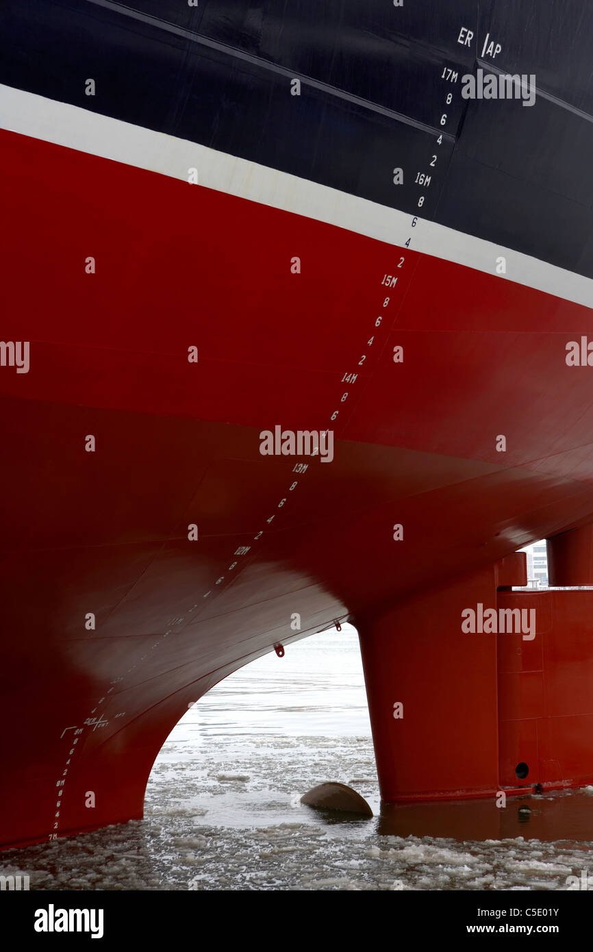 Close-up of a black and red ship hull Stock Photo: 37801399