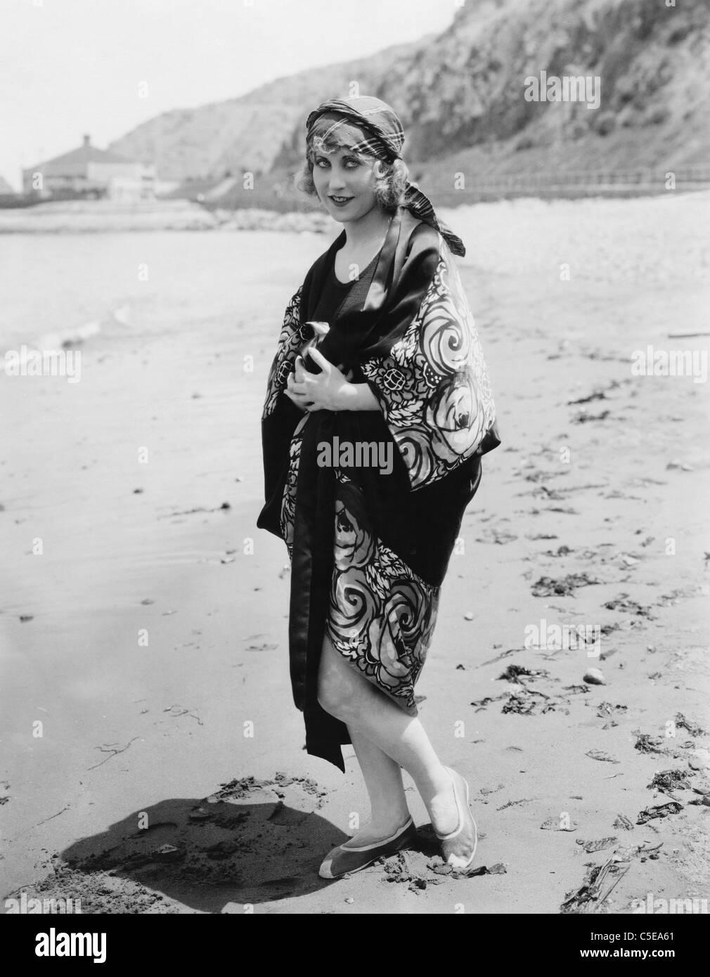Woman in kimono on beach - Stock Image