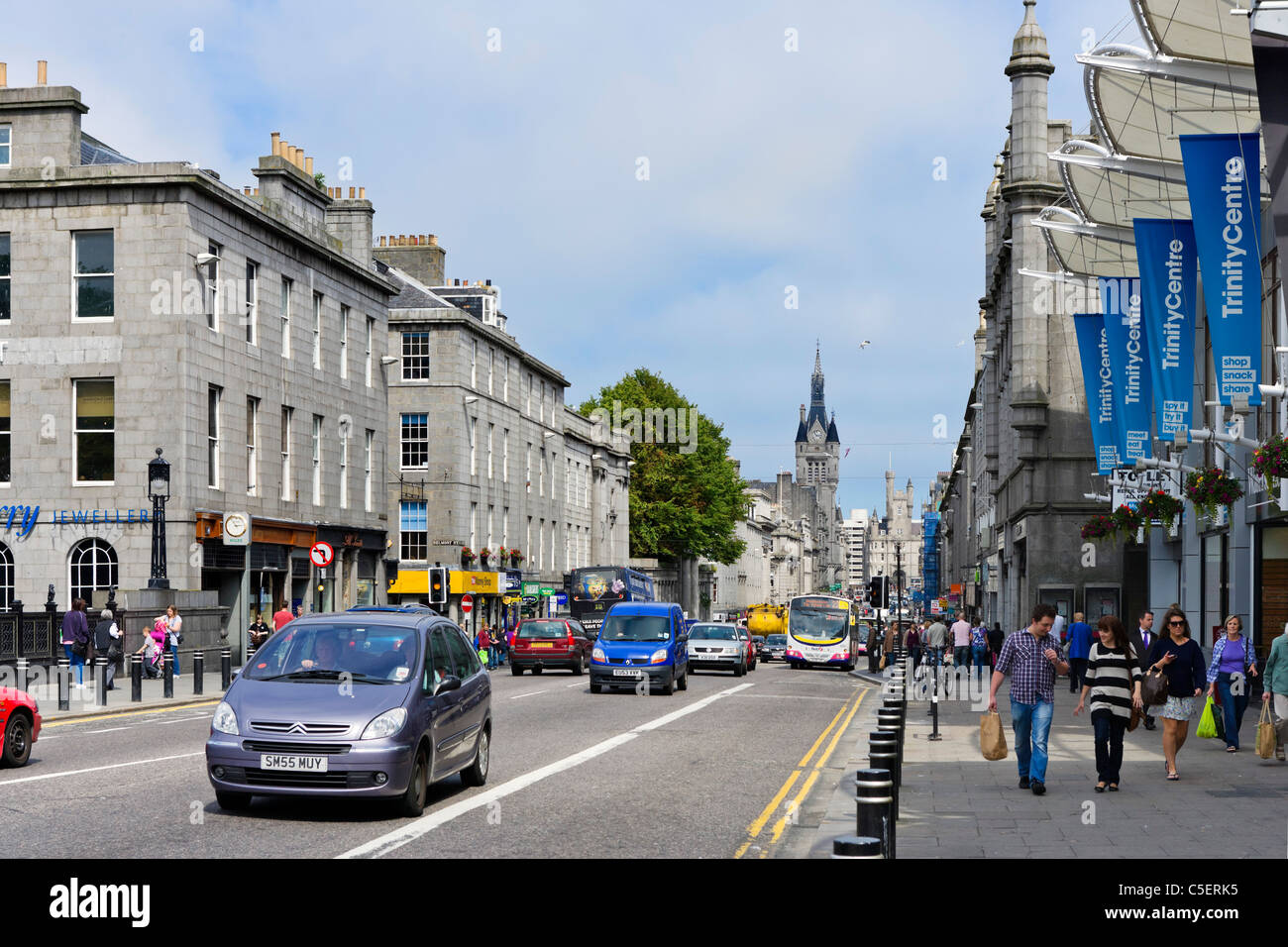 Shops on Union Street in the city centre, Aberdeen, Scotland, UK - Stock Image