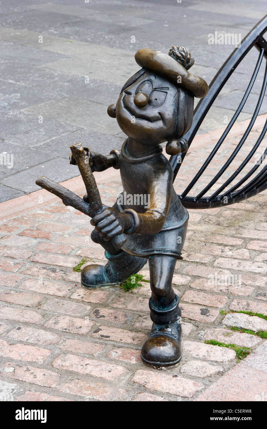 Statue of Minnie the Minx (from the Beano Comic) in City Square, Dundee, Central Lowlands, Scotland, UK - Stock Image