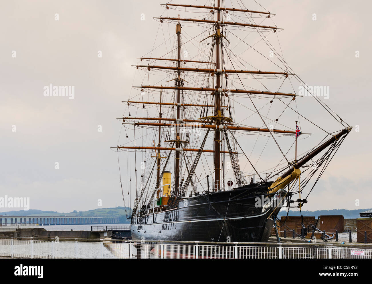 The RRS Discovery (Scott's Antarctic Expedition vessel) with the Tay Bridge behind, Dundee, Central Lowlands, - Stock Image