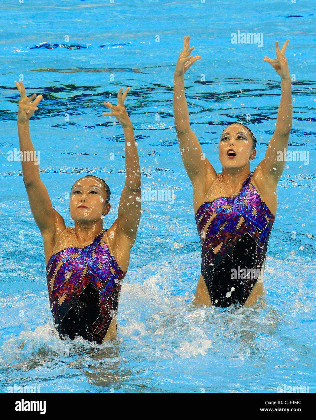 Yukiko Inui and Chisa Kobayashi (JPN) perform their routine in the synchronised swimming Technical Duets final. - Stock Image