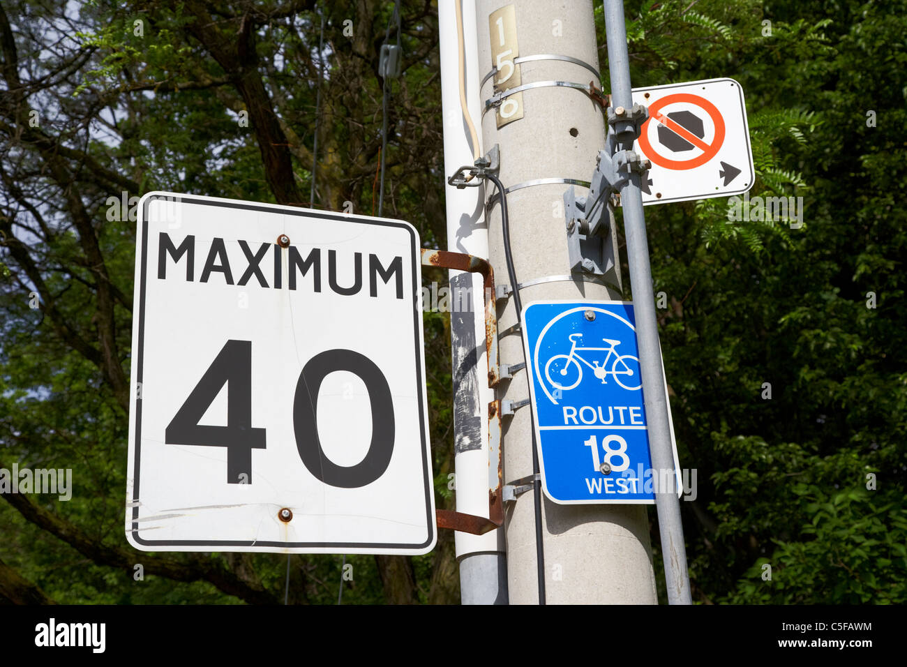 maximum 40 speed limit sign on cycle route toronto ontario canada - Stock Image
