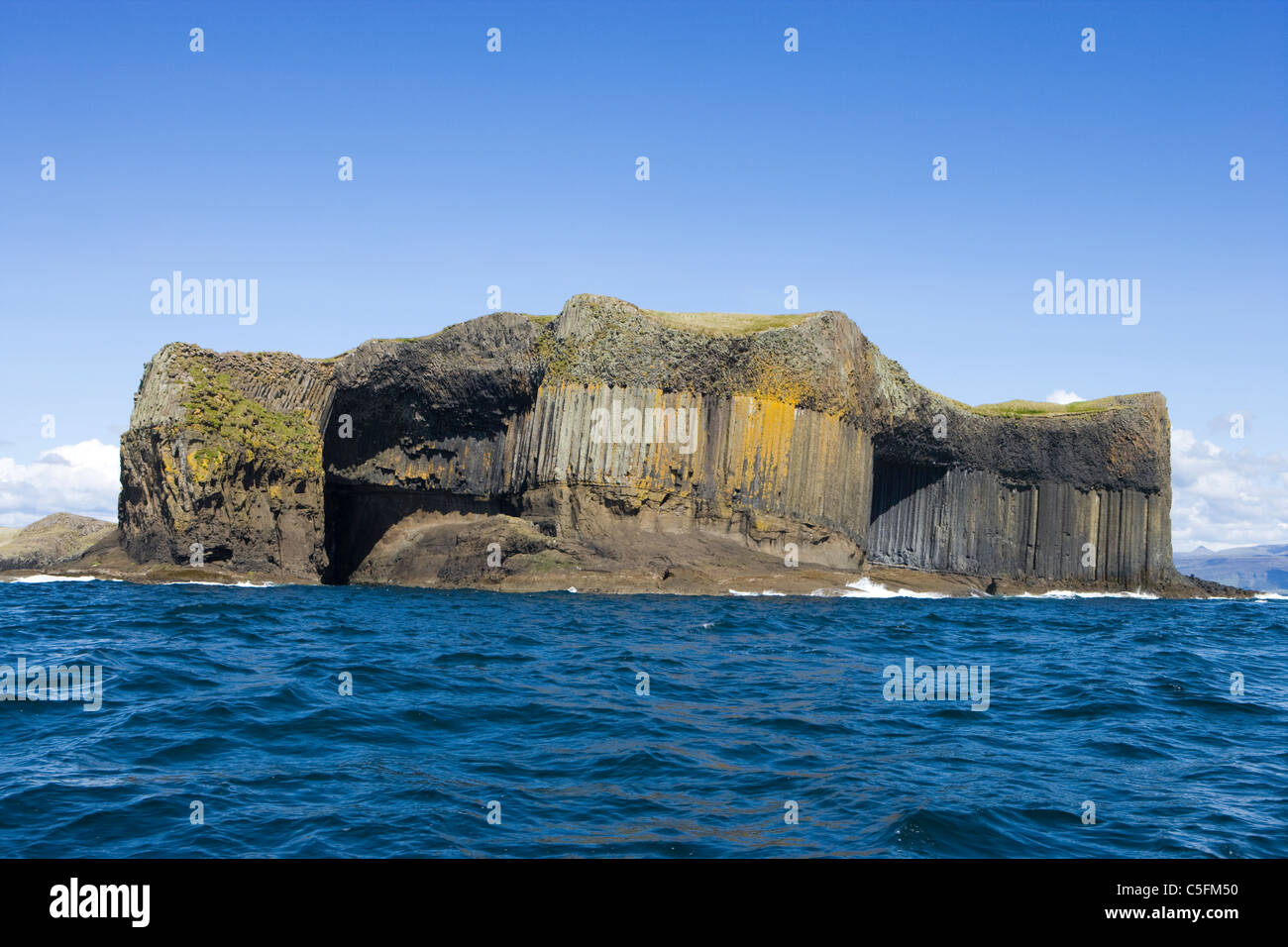 Staffa. McKinnon's Cave on left, entrance to Boat Cave on right. Scotland, UK. - Stock Image