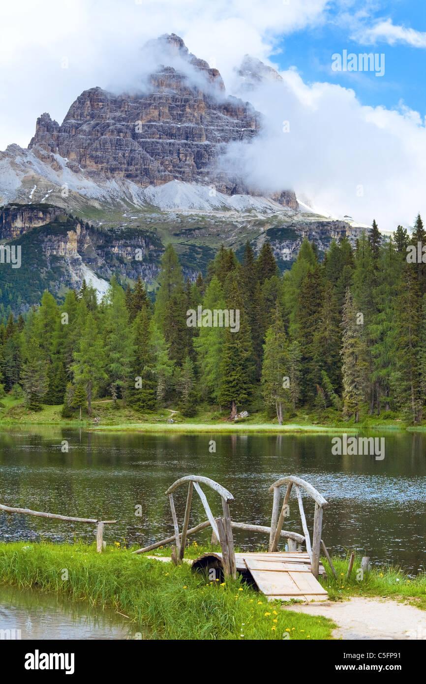 Beautiful summer Alpine lake lago di Antorno view (Italia, Dolomites ...