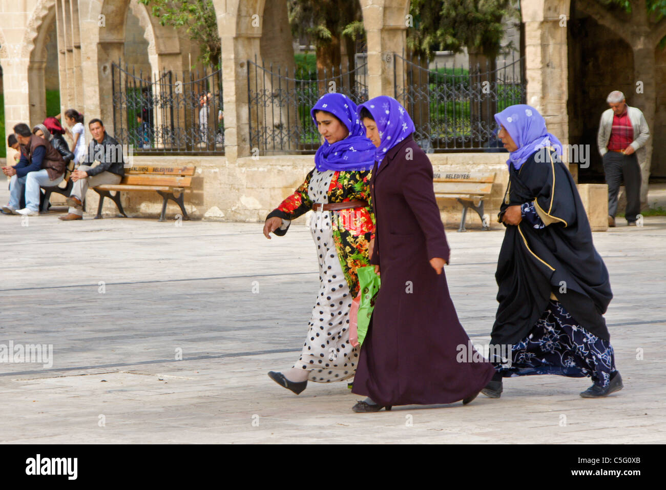 Muslim women in traditional dress in Sanliurfa (Urfa), Turkey - Stock Image
