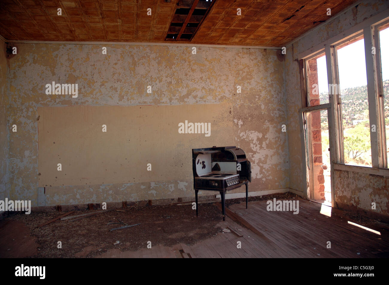 An old stove sits in an abandoned school house in Cuervo, New Mexico. - Stock Image