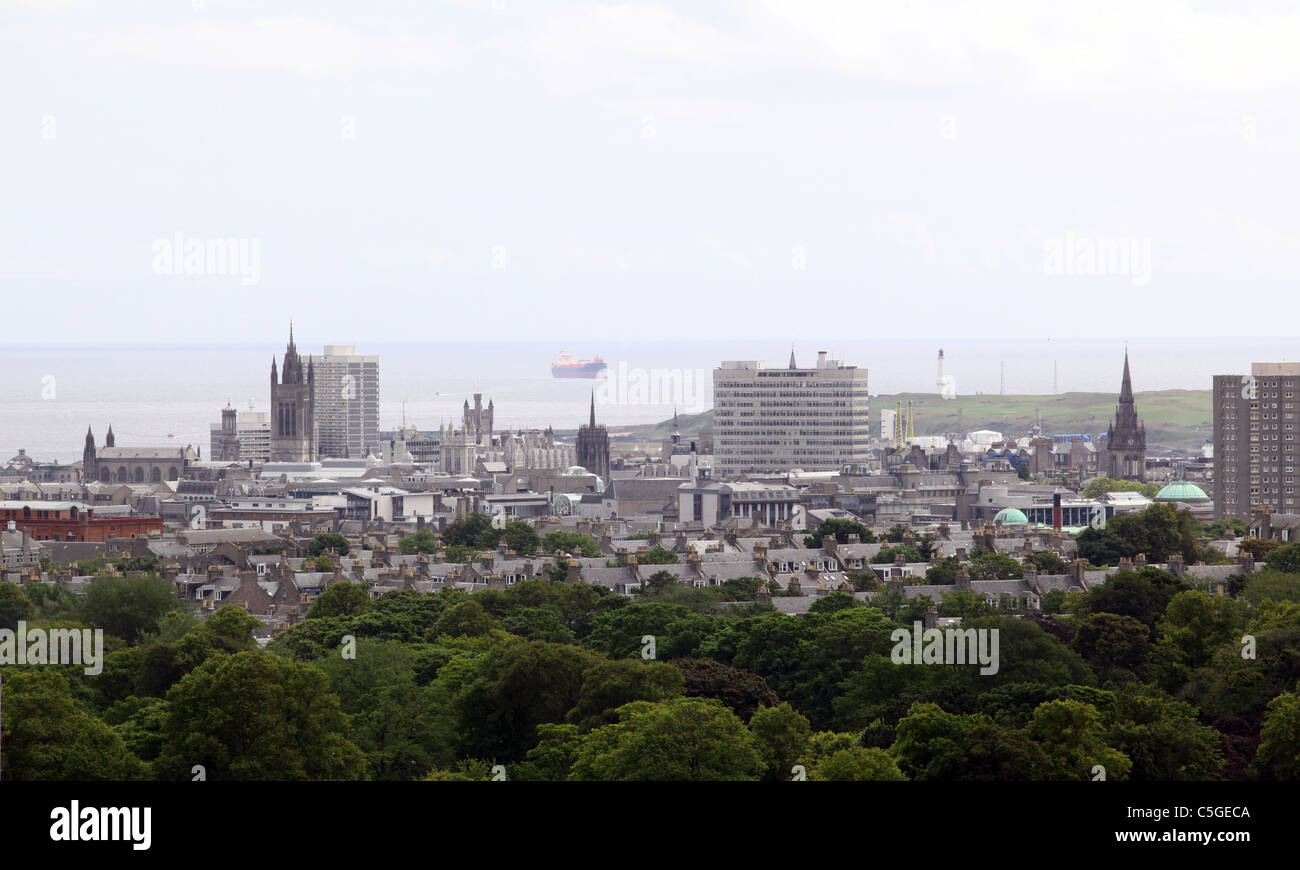 Skyline of the city of Aberdeen, Scotland, UK, with the city centre buildings visible and the North sea in the background - Stock Image